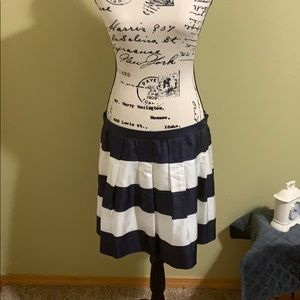 J CREW SILK NAVY AND WHITE PLEATED SKIRT.